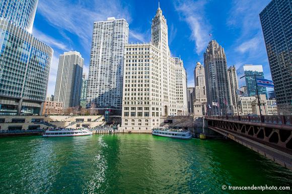Lecz pewnego dnia, na kilka chwil tu w Chicago, wydaje się nam, że wszyscy jesteśmy Irlandczykami.