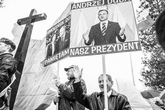 Biało-czarna Polska górę biorą emocje nie ma miejsca na rozsądek i wspólne drogą podążanie.