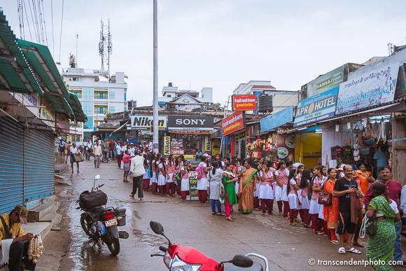 Vivekananda / Kanyakumari – Kolejka nie jest zbyt długa, a ludzie czysto ubrani, pachnący i życzliwi wskazują mi drogę.