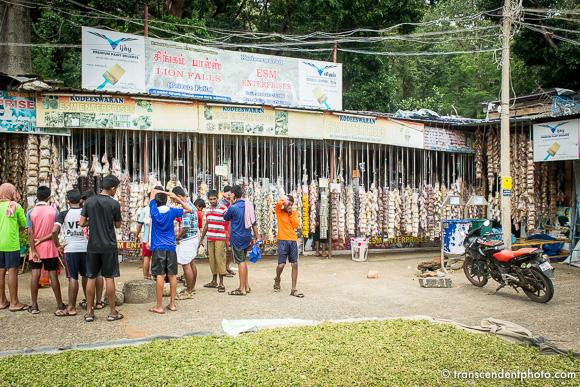 Curtallam – Na niedalekim parkingu znajduje się bazar