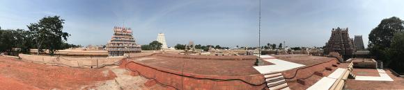 Świątynia Ranganathaswamy – rozglądałem się za białymi pasami lub wyłożonymi chodniczkami