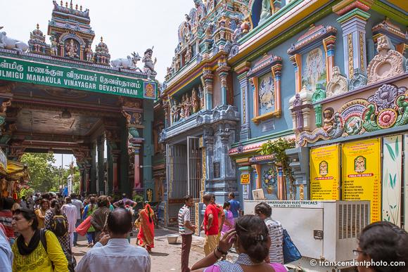 Do Pondicherry i nieco dalej - Świątynia Manakula Vinayagar w całości poświęcona Ganeshy