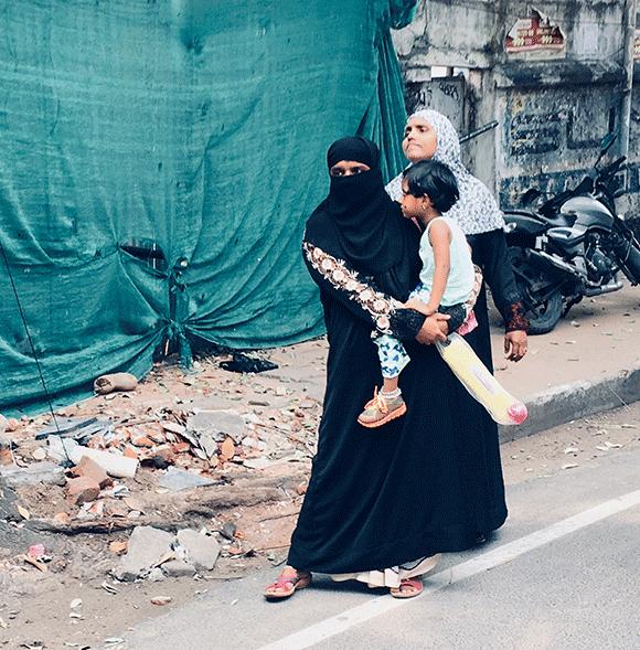 Do Pondicherry i nieco dalej - po ulicy przechadzają się chrześcijanie, muzułmanie i hindusi