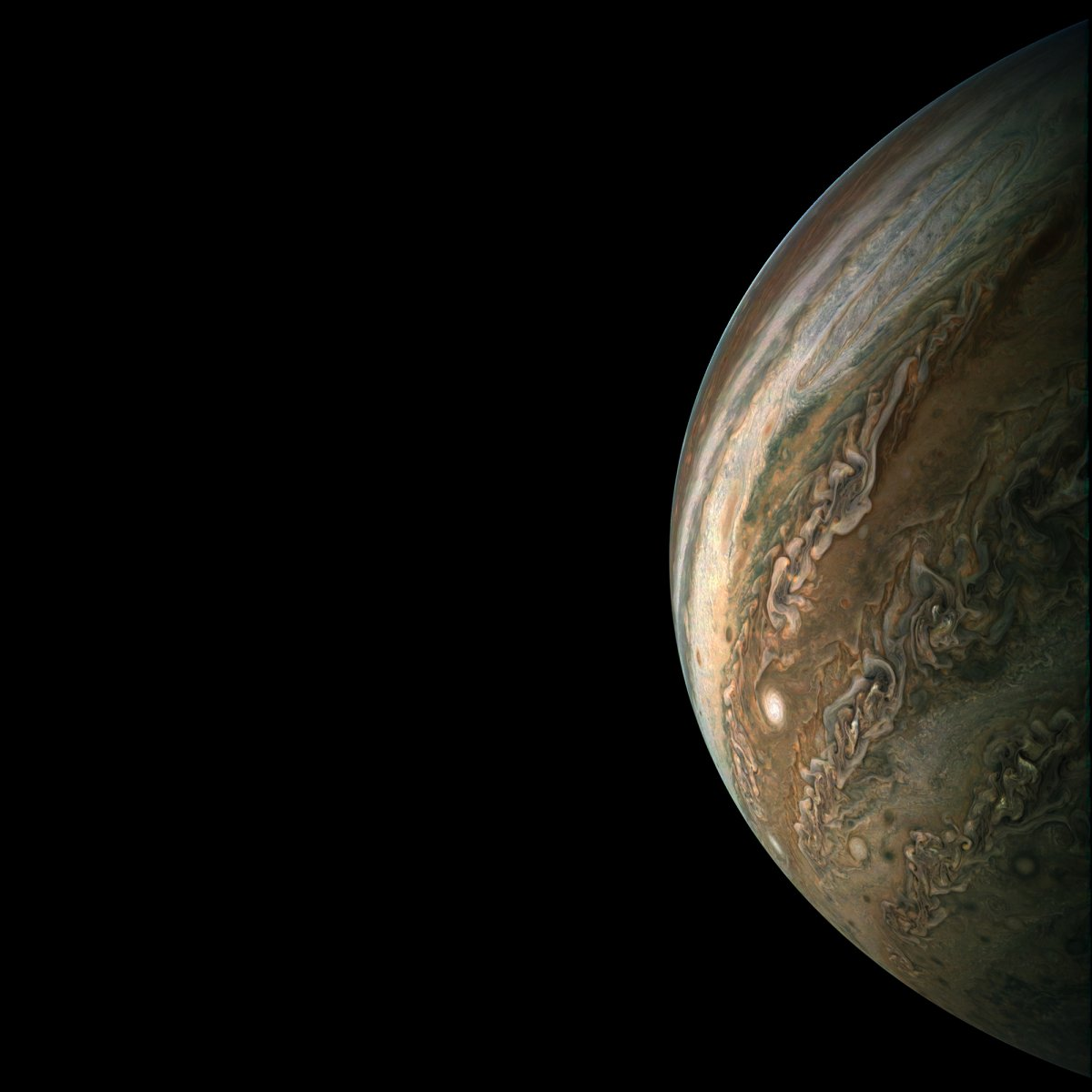 nasa-expects-juno-to-orbit-jupiter-for-at-least-a-couple-more-years-and-continue-beaming-back-incredible-new-pictures