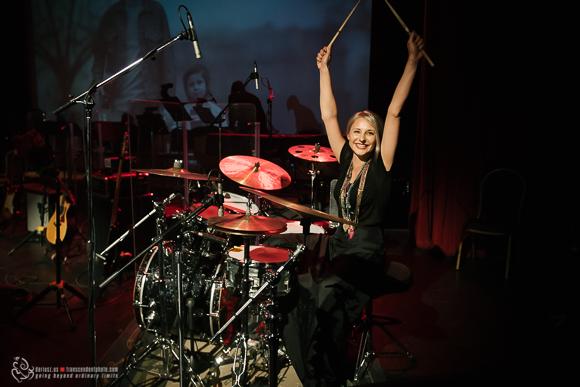 Koncert podzielono na dwie części, z których ta pierwsza zdecydowanie należała do wokalistki zespołu.