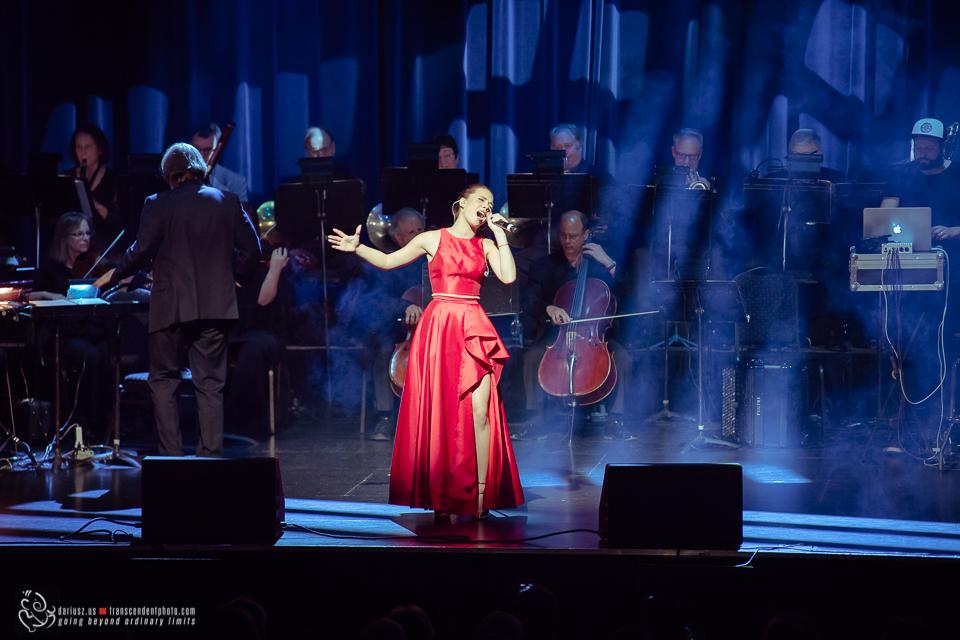 Karolina Baran podczas koncertu w Chicago
