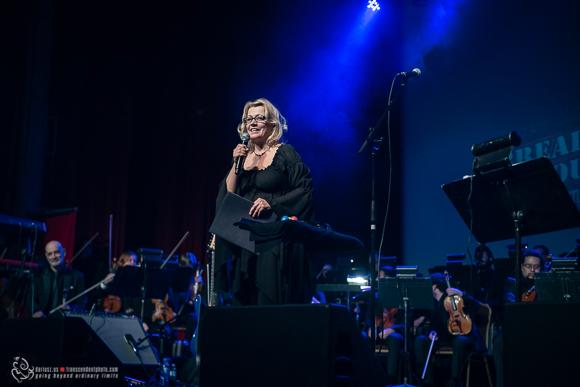 Wieczór otworzyła Barbara Bilszta, przedstawiając publiczności muzyków.