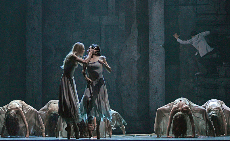 Stina Quagebeur and Tamara Rojo in Akram Khan's Giselle © Dave Morgan
