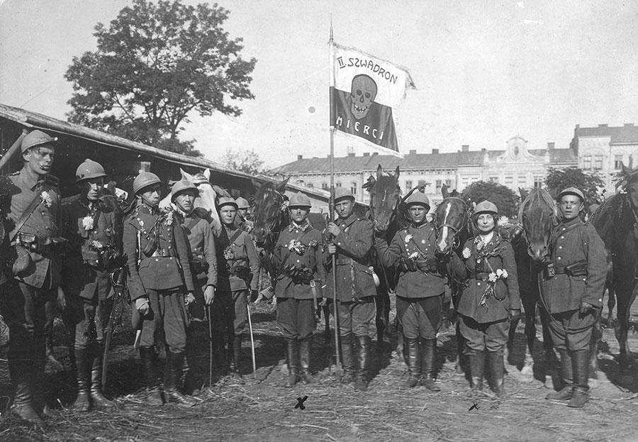 II Ochotniczy Szwadron Śmierci w czasie walk o Lwów w 1920 roku. Źródło: Wikimedia Commons/NAC