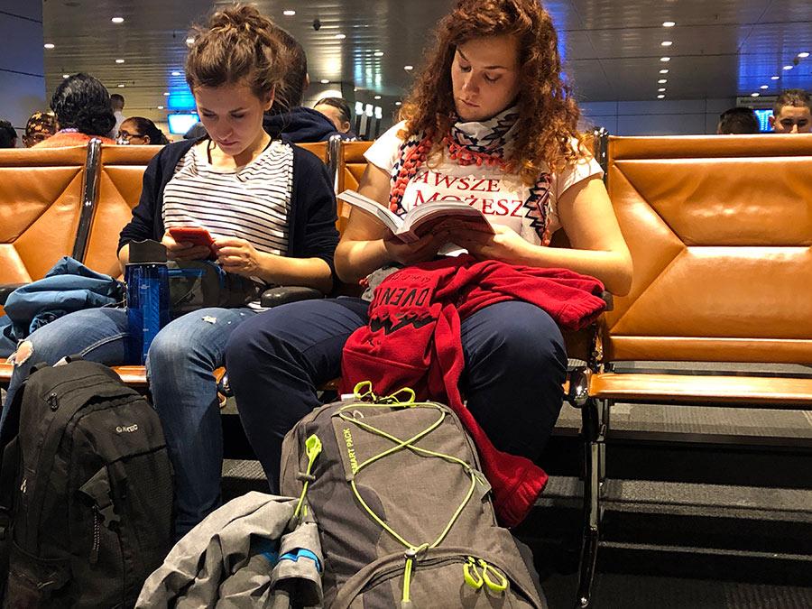 w oczekiwaniu na lotnisku