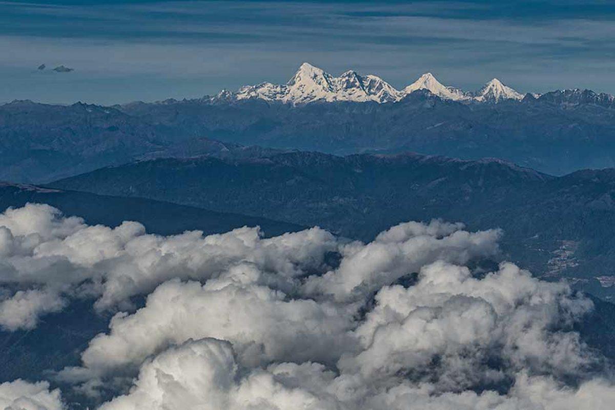 Widok z okna samolotu po wylocie z Nepalu