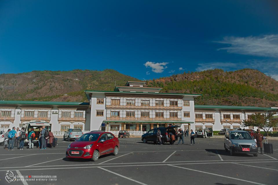 Bhutan parking przy lotnisku