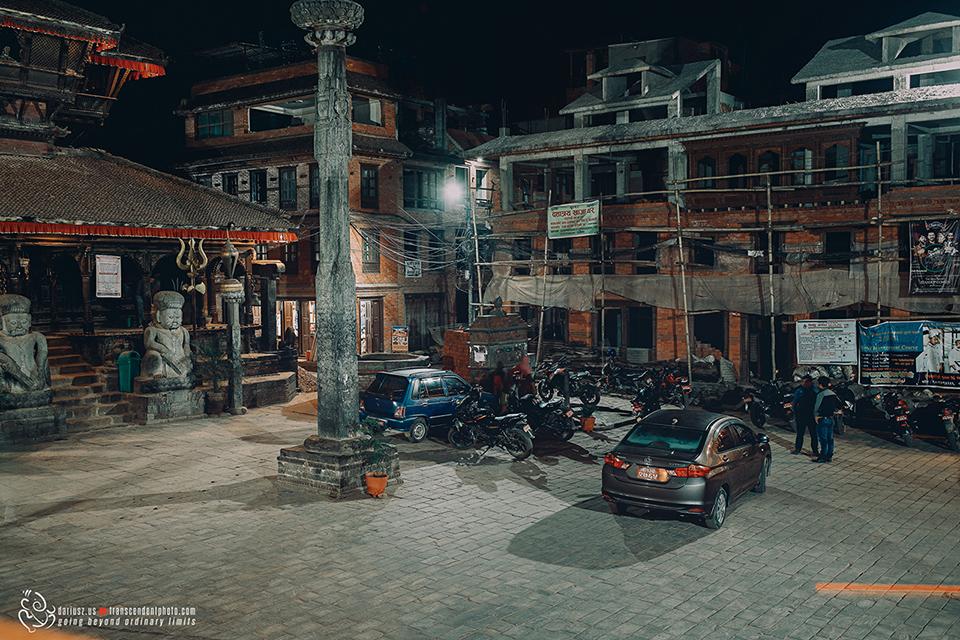 Bhaktapur, noc, opustoszały plac