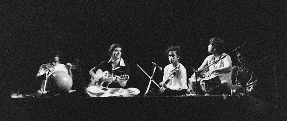 Zespół Shakti w 1977 podczas koncertu we Francji