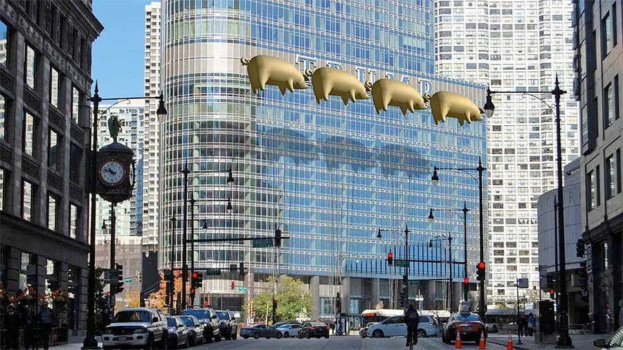 balony w kształcie świni szybujące obok trump Tower w Chicago