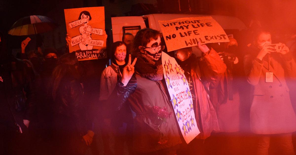 Protesty kobiet w Polsce przed domem Kaczynskiego