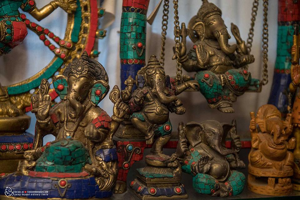 Bogato zdobione figurki Lorda Ganeshy w jednym ze sklepów w Madurai