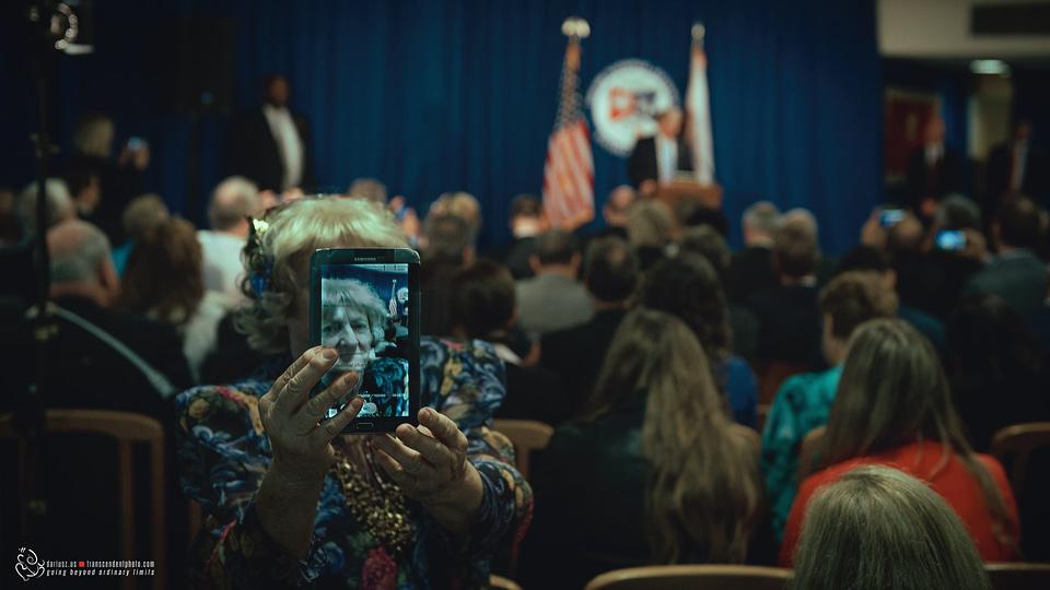 Jak ważna jest wiedza i edukacja, kobieta podczas spotkania z Trumpem